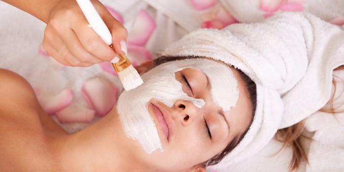 Masque au yaourt et aux huiles essentielles
